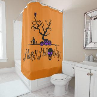 Glückliches Halloween-Logo und Kürbise und Schädel Duschvorhang