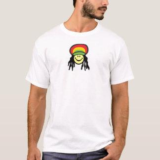 Glückliches Rastafarian stellen gegenüber T-Shirt