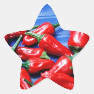 Glühend und Blau: Paprika-Paprikaschoten Stern-Aufkleber