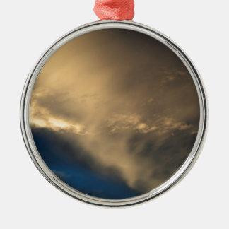 Glühende Wolken Rundes Silberfarbenes Ornament