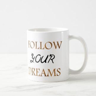 Gold folgen Traum-Zitat-Typografie Kaffeetasse