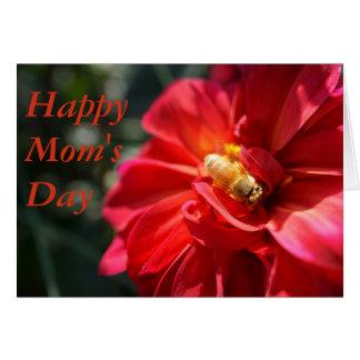 Goldbiene auf einer roten Karte der Blumen-Mutter