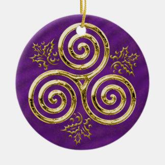 Golddreifache Spirale mit Stechpalmen-Blätter auf Keramik Ornament