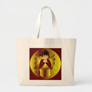Goldener Engel in natürlichem Einkaufstaschen