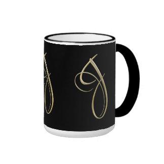 Goldenes Monogramm der Initiale J Ringer Tasse