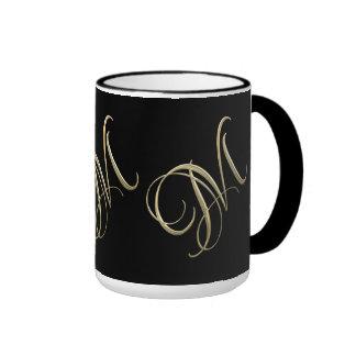 Goldenes Monogramm der Initiale M Ringer Tasse