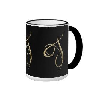 Goldenes Monogramm der Initiale T Ringer Tasse
