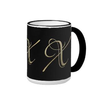 Goldenes Monogramm der Initiale X Ringer Tasse