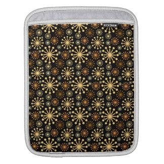 Goldenes und silbernes Schneeflocke-Muster iPad Sleeve