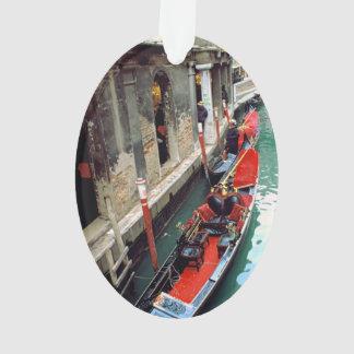 Gondeln auf einem venezianischen Kanal Ornament