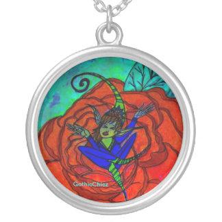 GothicChicz Elf dans un collier de roses