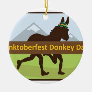 Grafischer w Hut des Donktoberfest Esel-Schlages Rundes Keramik Ornament