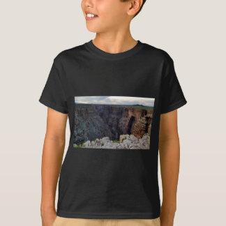 Grand Canyon Arizona, das den Abgrund untersucht T-Shirt