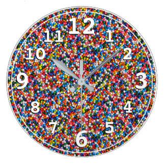 Grande Horloge Ronde Les enfants d'enfants colorés arrose des couleurs