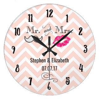 Grande Horloge Ronde Lèvres et moustache sur le mariage de Chevron de