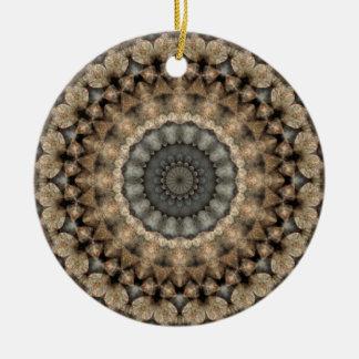 Graue und beige Kiesel-rundes Mandala-Kaleidoskop Keramik Ornament