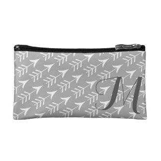 Graue und weiße Pfeile mit Monogramm Makeup-Tasche