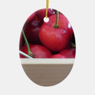 Grenze der frischen Kirschen auf hölzernem Ovales Keramik Ornament