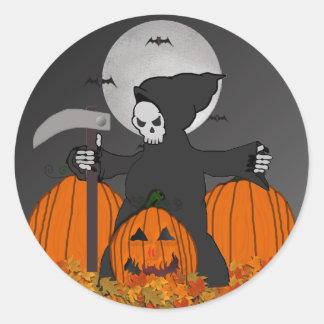 Grimmige Sensenmann-Halloween-Aufkleber Runder Aufkleber