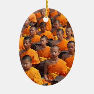 Große Gruppe meditierende Mönche Keramik Ornament