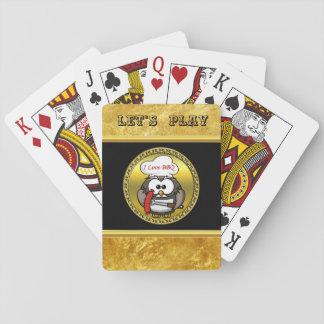 Große Horneule mit GRILLEN in der Hand und einem Spielkarten