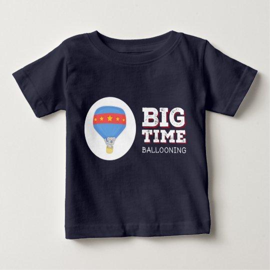Große Zeit-im Ballon aufsteigende Kinder T - Baby T-shirt