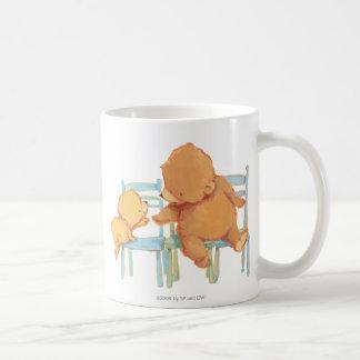 Großer Braunbär hilft wenig gelber Bär Kaffeetasse