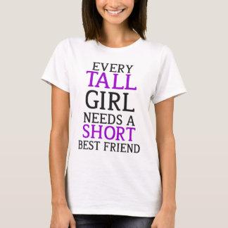 Großes Mädchen - kurzes Mädchen-Zusammenbringen T-Shirt