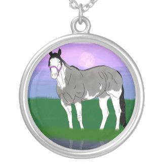 Grulla Pferdestute Halskette Mit Rundem Anhänger
