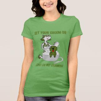Grün erhalten Ihren Bräutigam auf Hundedem pflegen T-Shirt