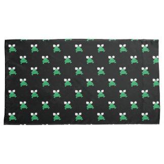 Grüne Frösche auf schwarzen Kissen-Hüllen Kissenbezug