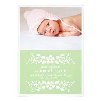 Grüne Geburts-Mitteilungs-Weiß-Blumen 12,7 X 17,8 Cm Einladungskarte