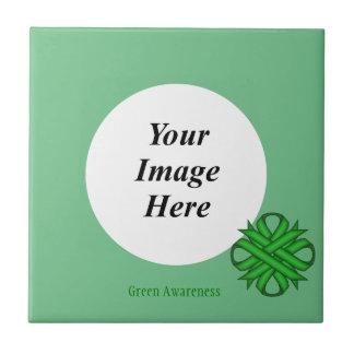 Grüne Klee-Band-Schablone durch Kenneth Yoncich Fliese