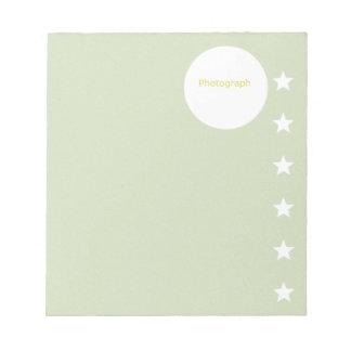 Grüne Schablone mit Sternen Notizblock