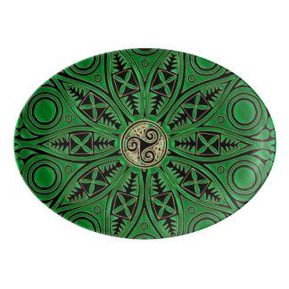 Grüne Triskele Mandala Kelly Porzellan Servierplatte