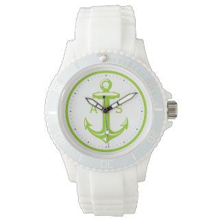 Grüner Anker mit Seegeschenken der Initialen-| Uhr