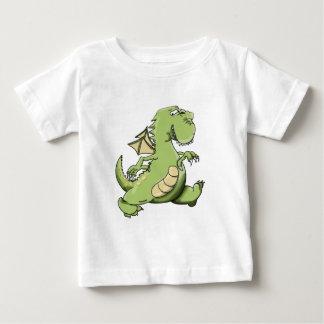 Grüner Drache des Cartoon, der auf seine hinteren Baby T-shirt
