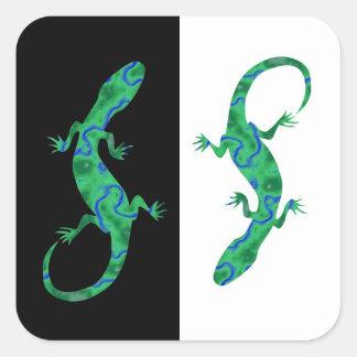Grüner Gecko ArtDeco black and white Quadratischer Aufkleber