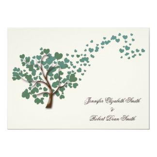 Grüner Herz-Baum auf Elfenbein-Hochzeits-Einladung Karte