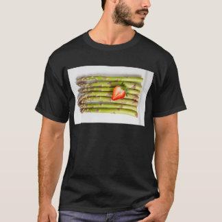 Grüner Spargel mit Erdbeerdraufsicht T-Shirt