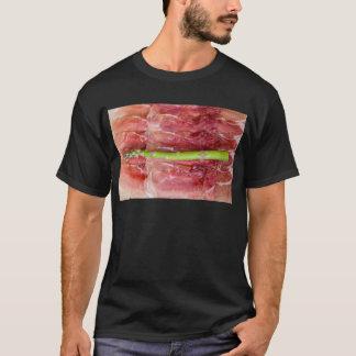 Grüner Spargel mit Schinkenmakro T-Shirt