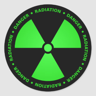 Grüner u. schwarzer Strahlungs-Symbol-Aufkleber Runder Aufkleber