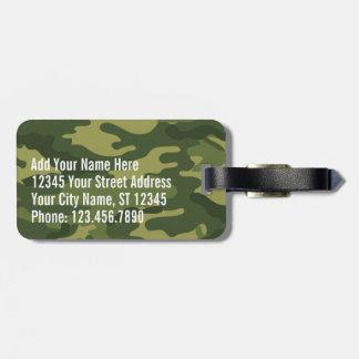 Grünes MilitärCamouflage-Muster mit Namens- und Kofferanhänger
