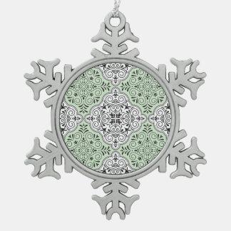 Grünes Rokoko-Muster blühen Schneeflocken Zinn-Ornament