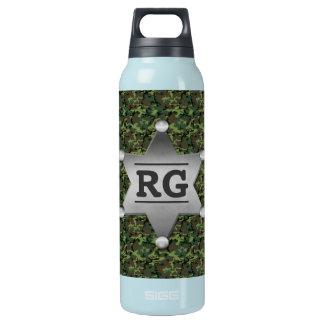 Grünes Tarnungs-Muster-Sheriff-Abzeichen-Monogramm Isolierte Flasche