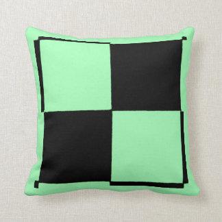 Grünes und schwarzes kariertes Neonkissen durch Kissen