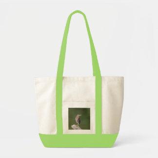 Grünreiher auf einem Klotz Tragetasche
