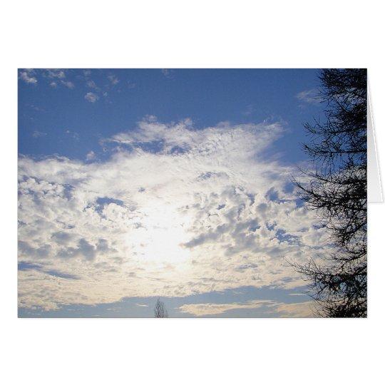 Grusskarte helle Wolken neben Baum, blanko Karte
