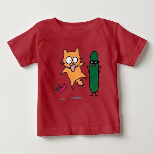 Gurke, die Katzen - Katze gegen Gurken-Schrecken Baby T-shirt