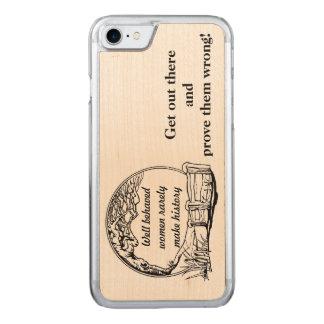 """""""Gut benommene Frauen machen selten Geschichts"""" Carved iPhone 7 Hülle"""
